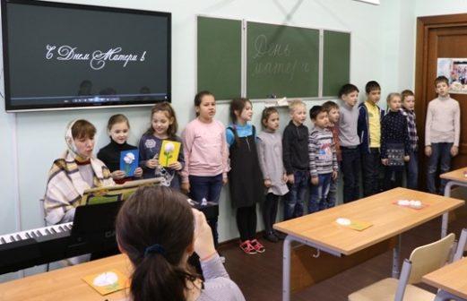 Поздравление с Днем Матери в Воскресной школе Тихвинского храма