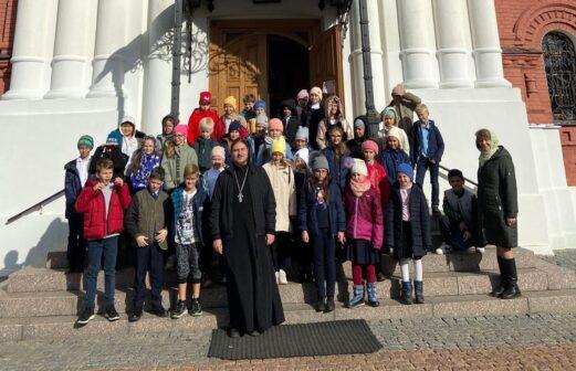 Учащиеся Ломоносовского лицея посетили Тихвинский храм